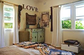 Look Beyond Whitewashed Decor For A Truly Unique Shabby Chic Bedroom Design Luci