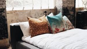 schimmel im schlafzimmer behandlung gefahren und ursachen