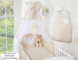 chambre bébé beige ciel de lit bébé en voile avec bande beige à pois à coeurs