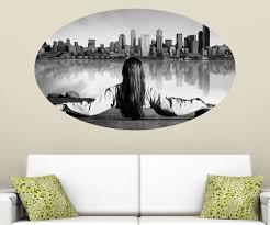 frau vor seattle skyline wandbild stadt usa schwarz weiß wandaufkleber amerika wandsticker wohnzimmer aufkleber 11c251 möbelaufkleber de