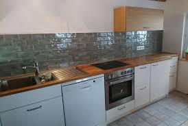 küche weiss mit eiche massivholz arbeitsplatte