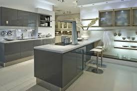 modele de cuisine blanche cuisine magnifique modele de cuisine blanche et grise îlot et