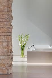 badezimmer mit natursteinmauerwerk badewanne badez