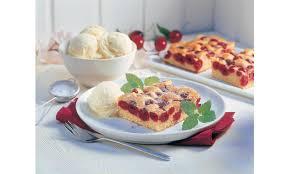 schneller kirschenkuchen mit vanille eis