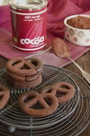 schoko brezel mit rote beete kakao