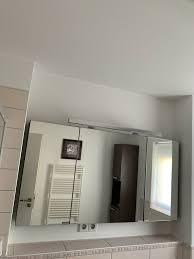 badezimmer spiegelschrank und schrank zum aufhängen