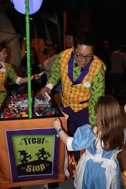 Rickys Halloween Locations Nyc by 10 Reasons To Visit Disneyland This Halloween In Disneyland