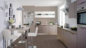 cuisine meubles blancs couleur murs cuisine avec meubles blancs avec salon avec carrelage