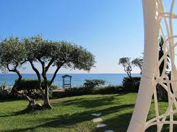 Vacation Home Seafront Beach House With Garden Glyfada Greece