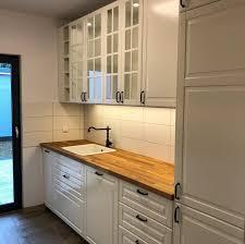 eine große ikea küche im landhausstil küchenaufbau