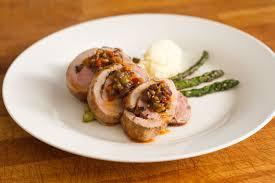 cuisiner coeur de porc filet de porc farci aux olives l anarchie culinaire selon bob le