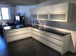 häcker musterküche weiße hochglanz küche mit hochwertigen e