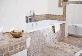 mosaikfliesen bad boden und wände im badezimmer