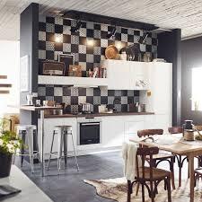 credence cuisine noir et blanc un assemblage de carreaux noir et blanc pour la crédence de la