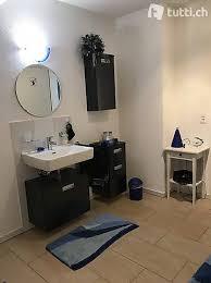 schöne ausgefallene badezimmer deko und matten in blau in