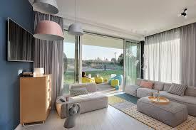 modernes wohnzimmer in pastell mit bild kaufen