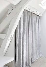 rideaux pour placard de chambre rideau sous pente combles idées novatrices de la conception et du