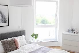 schlafzimmer gestalten in grau weiß und rosa the golden