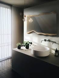 wandspiegel echtholzrahmen spiegel holzrahmen baumkante wandspiegel massivholz