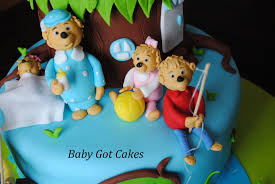 Berenstain Bears Christmas Tree Dvd by Berenstain Bears Treehouse Two Tier Covered In Fondant With