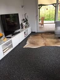 steinteppich im wohnzimmer verlegen regionale steinteppich