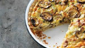 cuisiner une quiche quiche aux poireaux et aux chignons recettes iga oeufs fromage