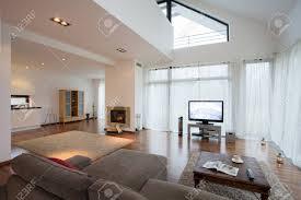 geräumige luxuriöse wohnzimmer in exklusive villa
