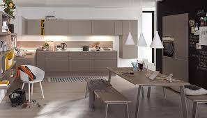 cuisine taupe et gris cuisine taupe et blanc amnagement cuisine moderne quels design et