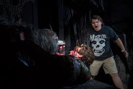 Universal Halloween Horror Nights 2014 Hollywood by Alien Vs Predator Maze Hits Universal Studios For Halloween