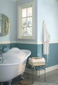 wand streichen in farbpalette der wandfarbe blau kleines