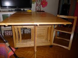 vide dressing de tout table pliante avec 4 chaises intégrées
