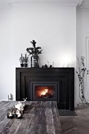 schwarzer marmor kamin edel minimalistsich weisse wand