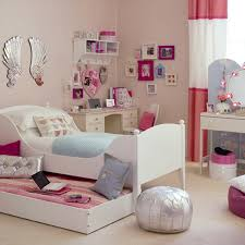 40 Awesome Bedroom Christmas Decor Ideas CoachDecorcom