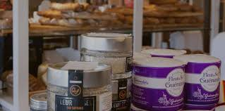 coup de pates rousset pâtisserie à l européenne accueil