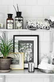 deko für das badezimmer in schwarz weiß bild kaufen