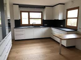 küche mit essplatz und schrankwand küchen möbel