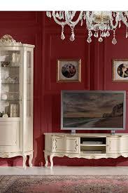 barocker zierreiche wohnwand in weiß und gold