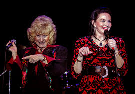 Who Sang Rockin Around The Christmas Tree by Crystal Gayle Takes Crowd Half The Way At Mount Airy Show Lehigh
