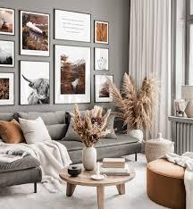 herbstliche bilderwand graues wohnzimmer hochlandrind poster schwarze holzrahmen