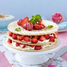 karlsbader oblaten torte mit vanille quark und erdbeeren