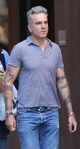 Daniel Day Lewis Has Sleeves