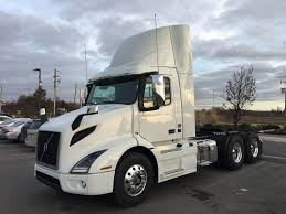2018 VOLVO VNR300 Daycab Tractor - Maple ON | Truck And Trailer ...