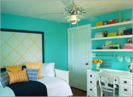 minimalist bedroom design with original contrasting bedroom paint