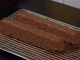 glacer en cuisine technique de base glacer un gâteau façon rocher
