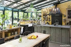 cuisine d hiver cuisine installée dans un jardin d hiver d une ancienne maison et