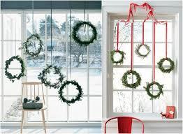 bodentiefe fenster weihnachtlich dekorieren hängende kränze
