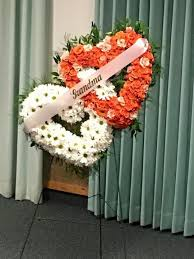 A Standing Heart Easel Funeral Flowers For My Grandma I Used 4 Bunches Of Daisies