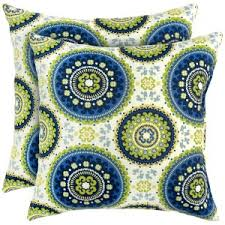 A Guide To Choosing the Best Outdoor Throw Pillows MyPillowReviews