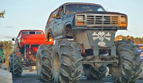 MUD TRUCK TUG OF WAR At THE EAGLES - YouTube