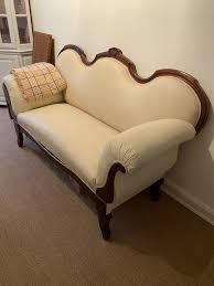 antikes sofa aus der gründerzeit geschwungene armlehnen